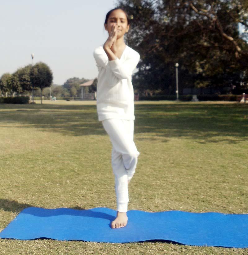 Garudasana Yoga (Eagle Pose) Steps, Benefits And Precautions