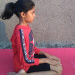 Virasana Yoga Steps, Benefits and Precautions