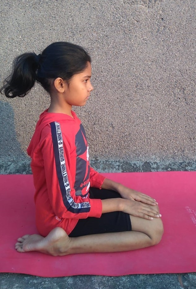 Virasana Yoga Steps, Benefits and Precautions
