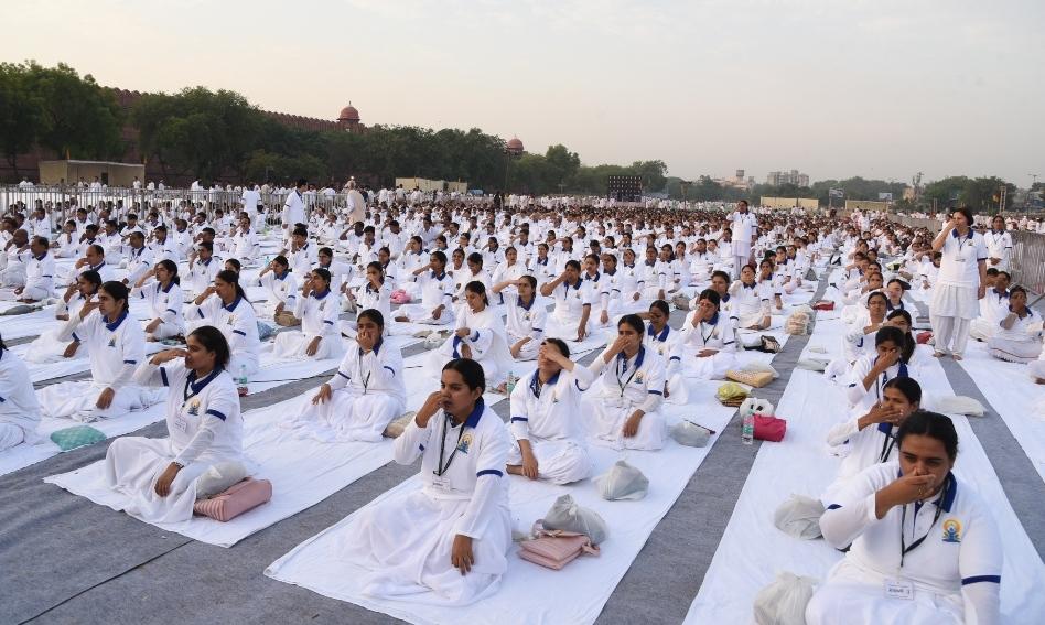 9 Amazing Benefits of Nadi Shodhana Pranayama (Alternate Nostril Breathing)